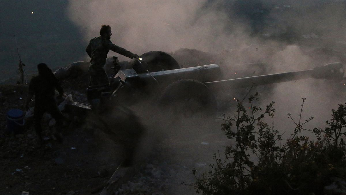 In this photo taken on Saturday, October 10, 2015, backed by Russian air strikes, Syrian soldiers  operate a cannon in Lattakia province in Syria. (Photo: AP)