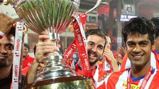 Atletico de Kolkata players with the ISL trophy in the first season. (Photo: Indian Super League)