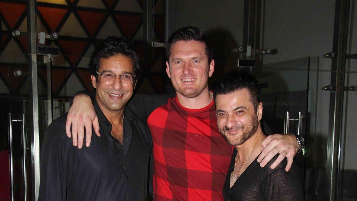 Wasim Akram and Graeme Smith attend Sanjay Kapoor's birthday party. (Photo: Yogen Shah)