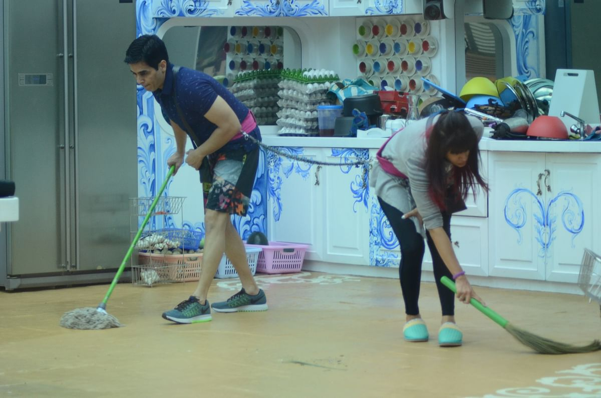 Aman and Kishwer get going with their daily tasks