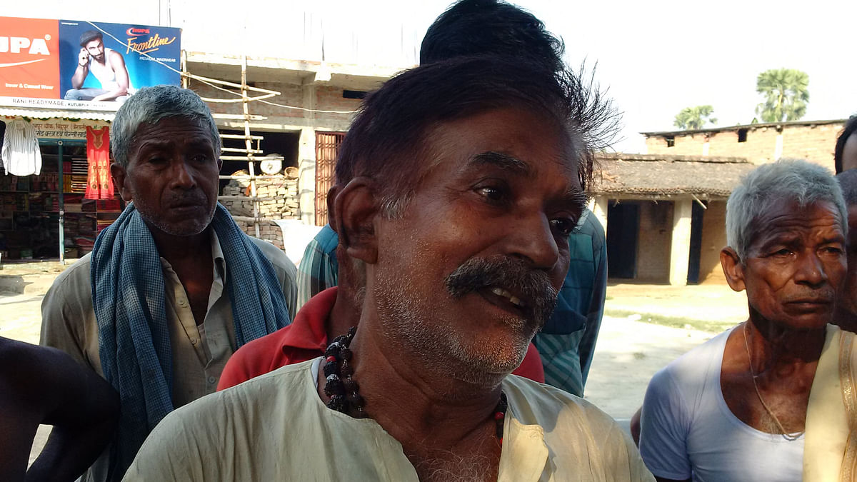 Raj Kumar Singh, a Rajput from Checher village, near Bidupur in Raghopur assembly constituency let's his wit do the talking. (Photo: <b>The Quint</b>)
