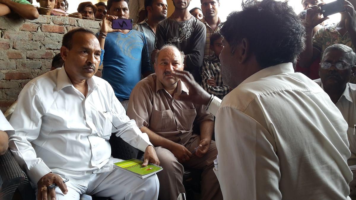 BAMCEF fact-finding team in conversation with Lakshman Singh (Photo: Poonam Agarwal)