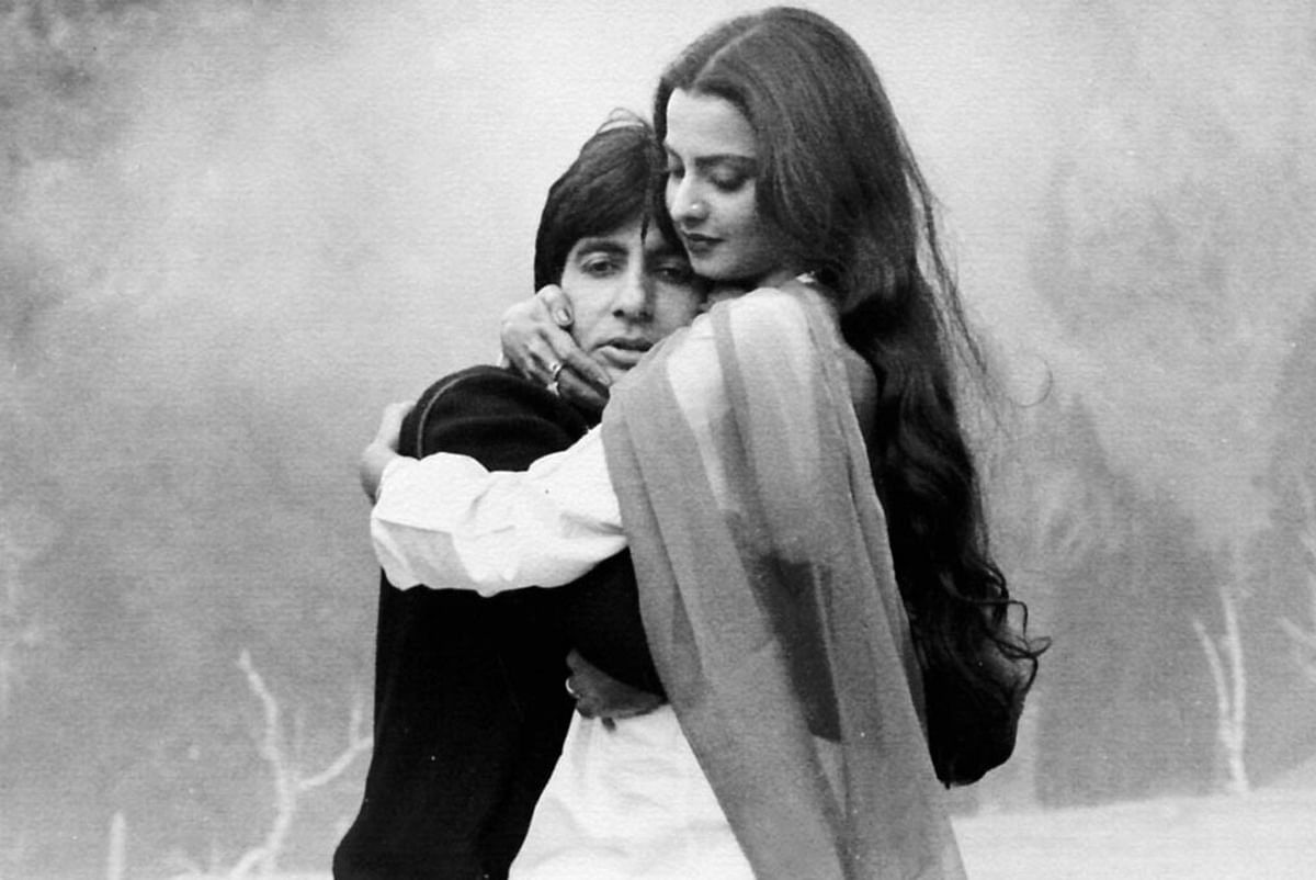 Rekha with Amitabh Bachchan in the movie <i>Silsila </i>(Photo: Yashrajfilms.com)
