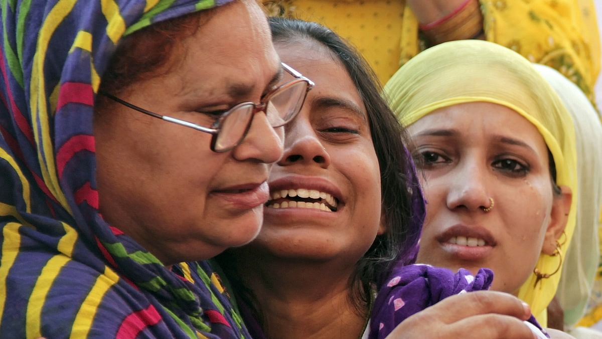 Relatives of Mohammad Akhlaq mourn after he was killed by a mob last week. (Photo: Reuters)