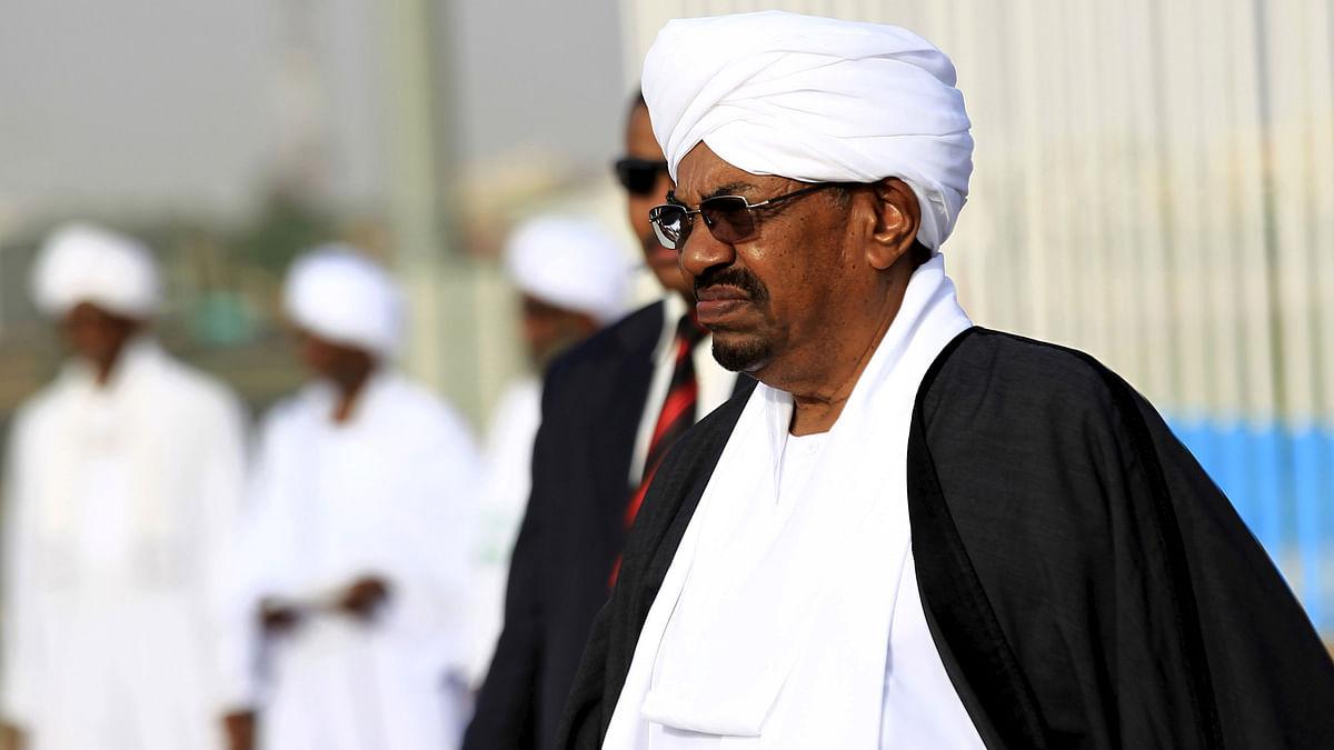 Sudan's President Omar Hassan al-Bashir (front) at Khartoum Airport on August 29, 2015. (Photo: Reuters)