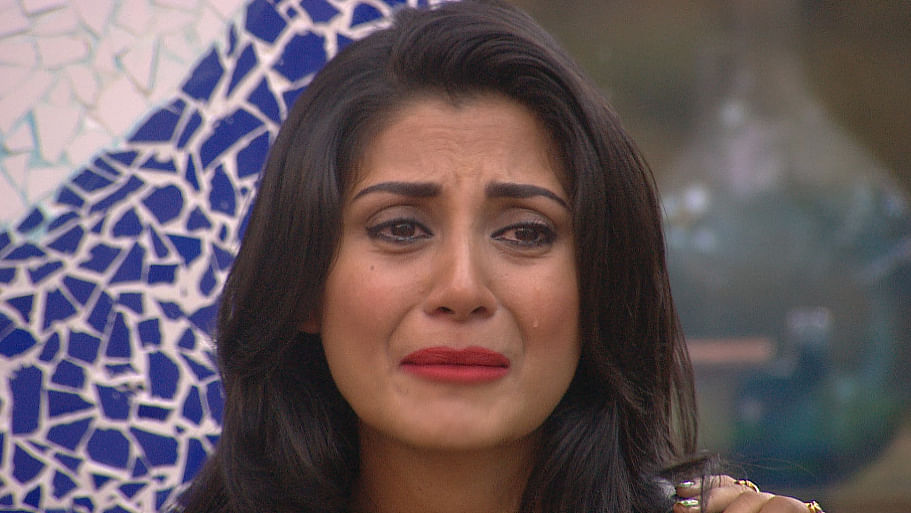 An inconsolable Rimi Sen sobs because of Salman Khan