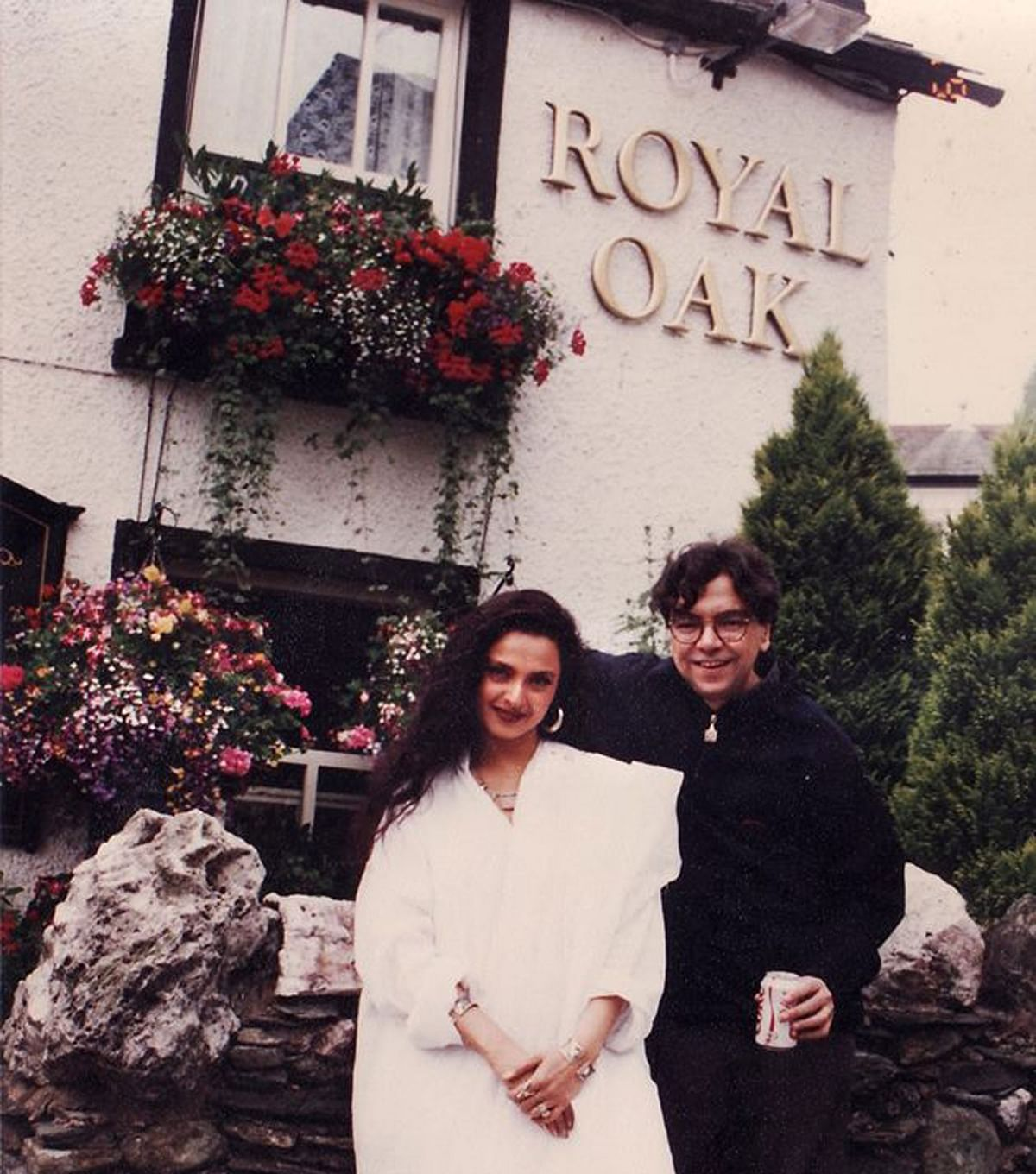 Rekha with Khalid Mohamed at Lake District, UK, where they had gone for a photo-shoot. (Photo: Khalid Mohamed)