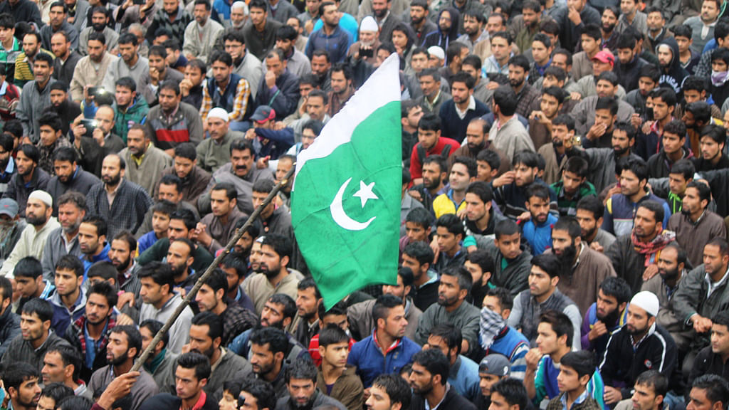Pakistani flag getting flashed. (Photo: Muneeb-ul-Islam)