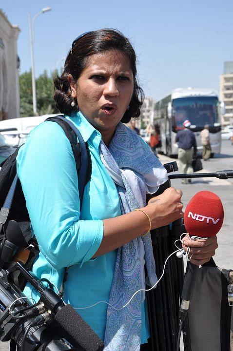 Maya Mirchandani reporting for NDTV in Syria, 2011. (Photo: Facebook/mayamirchandani)