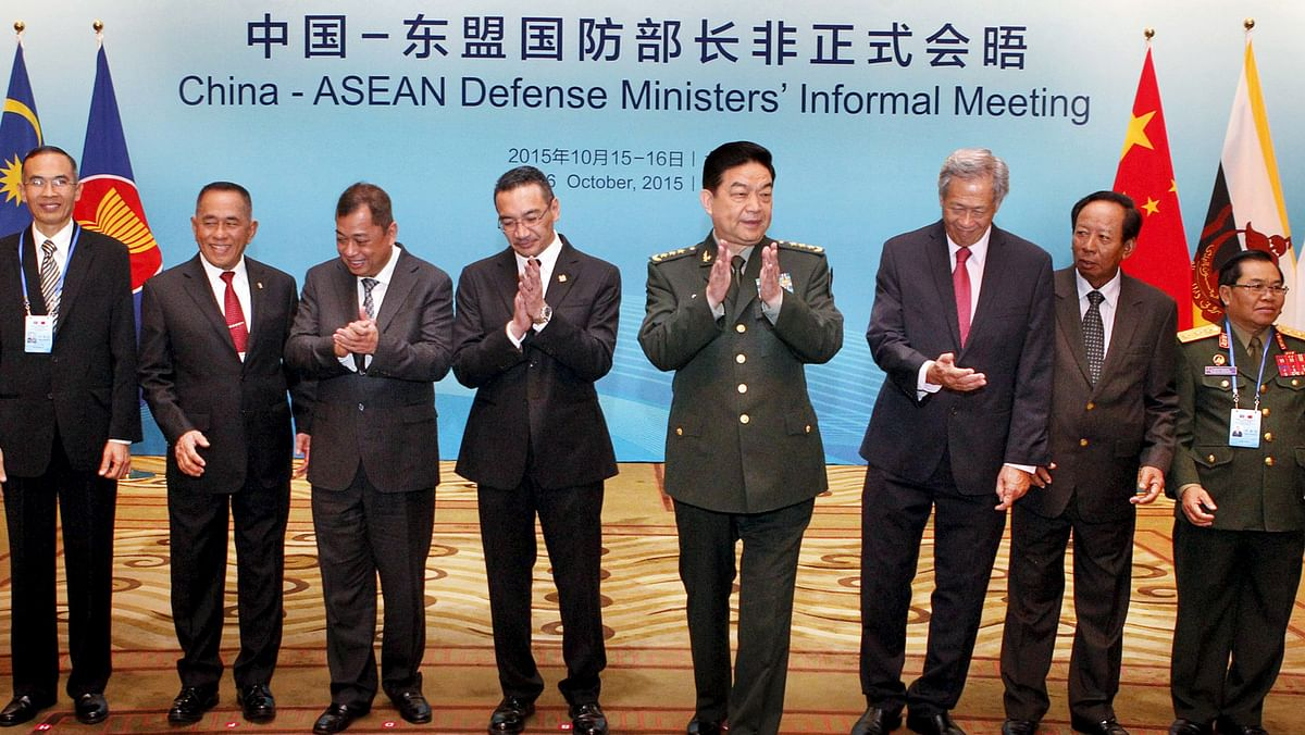 Chinese Defence Minister Chang Wanquan (4th R) along with his  counterparts from ASEAN countries during the China-ASEAN Defence Ministers' Informal Meeting in Beijing, China, October 16, 2015. (Photo: Reuters)