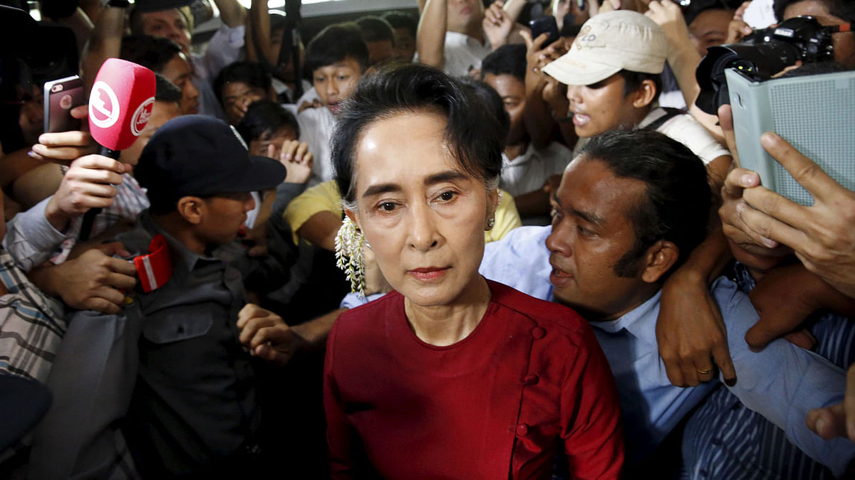 Myanmar's National League for Democracy (NLD) party leader Aung San Suu Kyi arrives to cast her ballot during the general election in Yangon November 8, 2015. (Photo: Reuters)