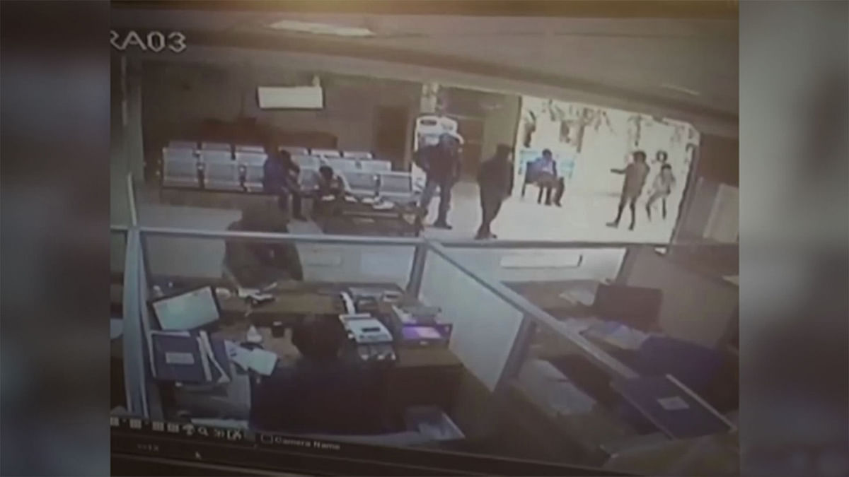 Caught on Camera: Robbers Storm a Bank in Lucknow, Loot Rs 80,000