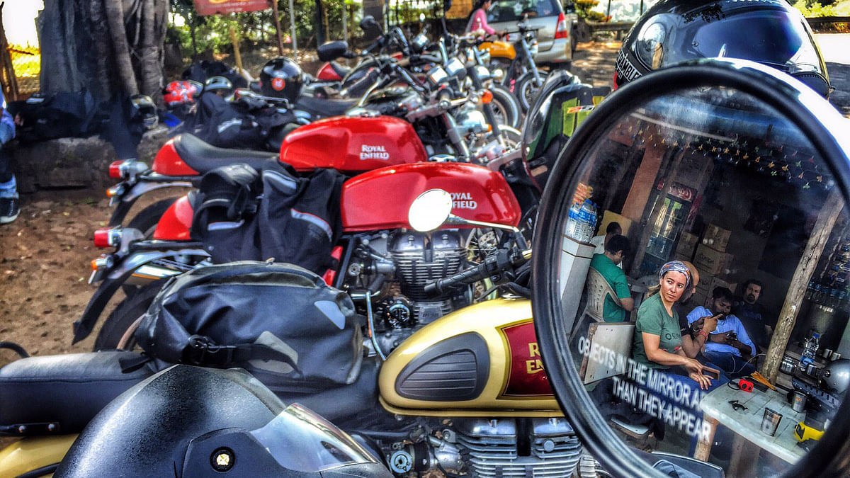 Spanish biker who has travelled to 44 countries, checking out the bikes at the pit stop at Kashedighat enroute  (Photo: <b>The Quint</b>)