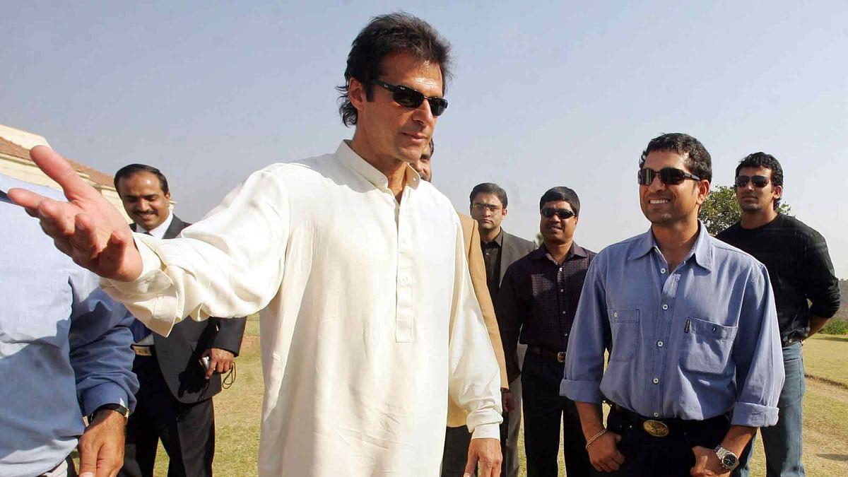 Pakistan's former captain Imran Khan (2nd L) with Sachin Tendulkar (2nd R) and Zaheer Khan (R) in Islamabad on 8 February, 2006.