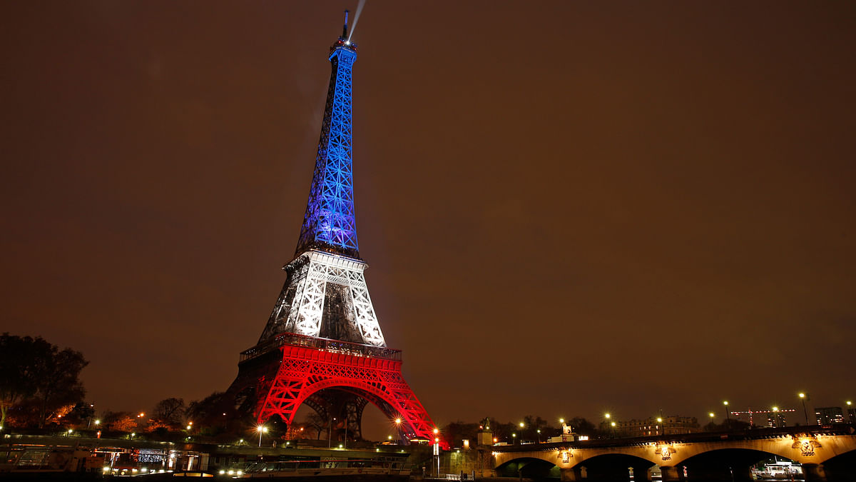The Eiffel Tower is lit with the  colours of the French flag  to pay tribute to the victims of a series of deadly attacks in Paris on 13 November 2015. (Photo: Reuters)