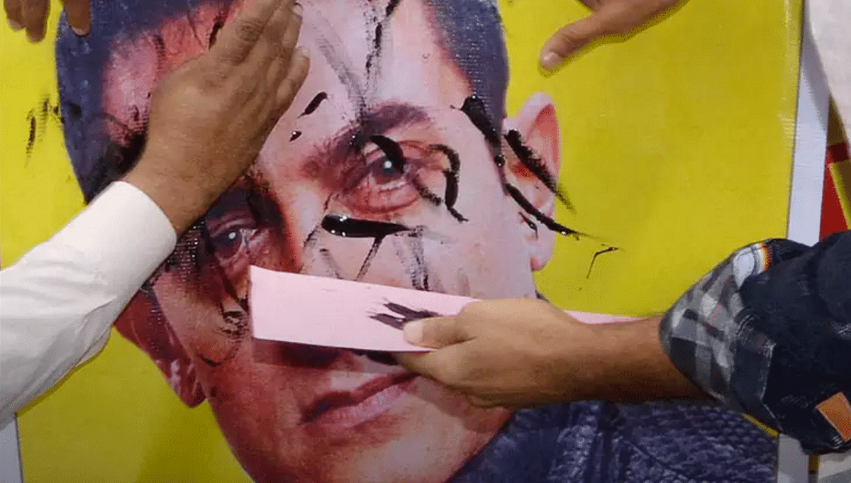 Protesters express their angst towards recent comments made by Aamir Khan (Photo: PTI)