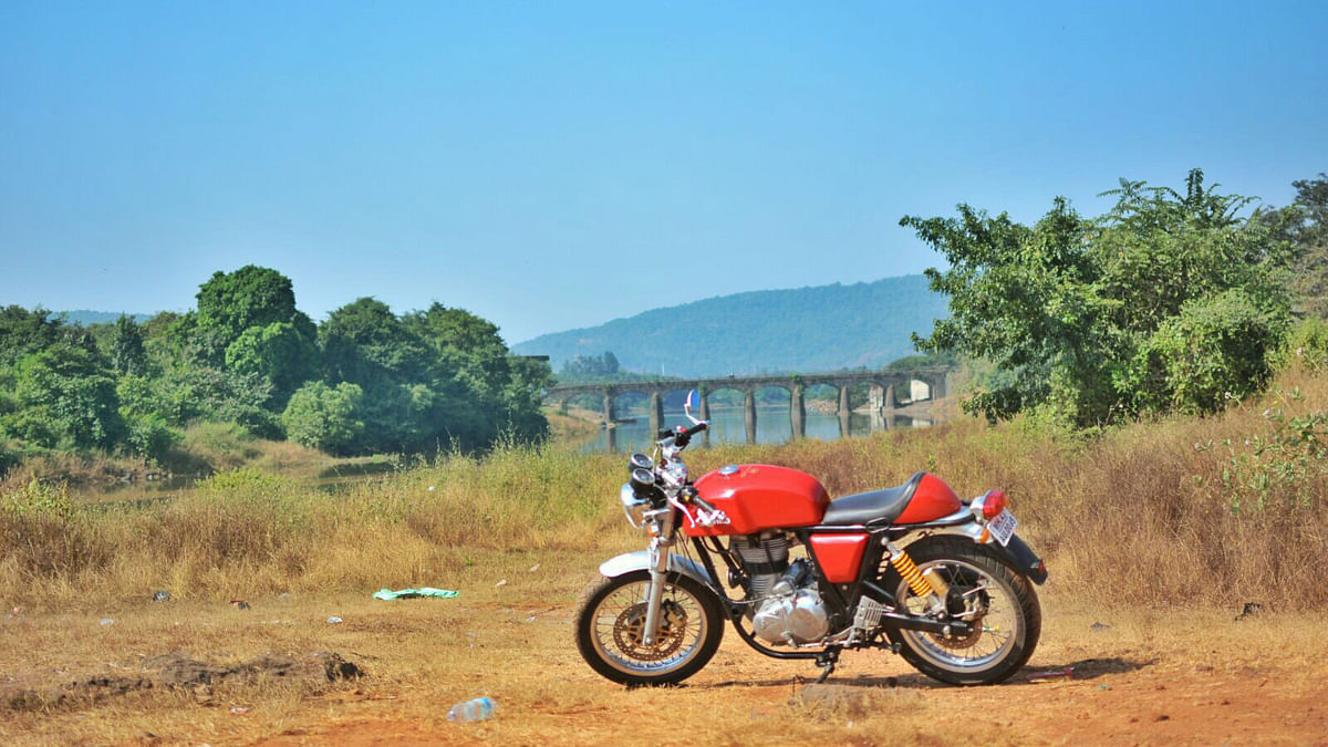 Royal Enfield Cafe Racer standing in front of lake. (Photo: <b>The Quint</b>)