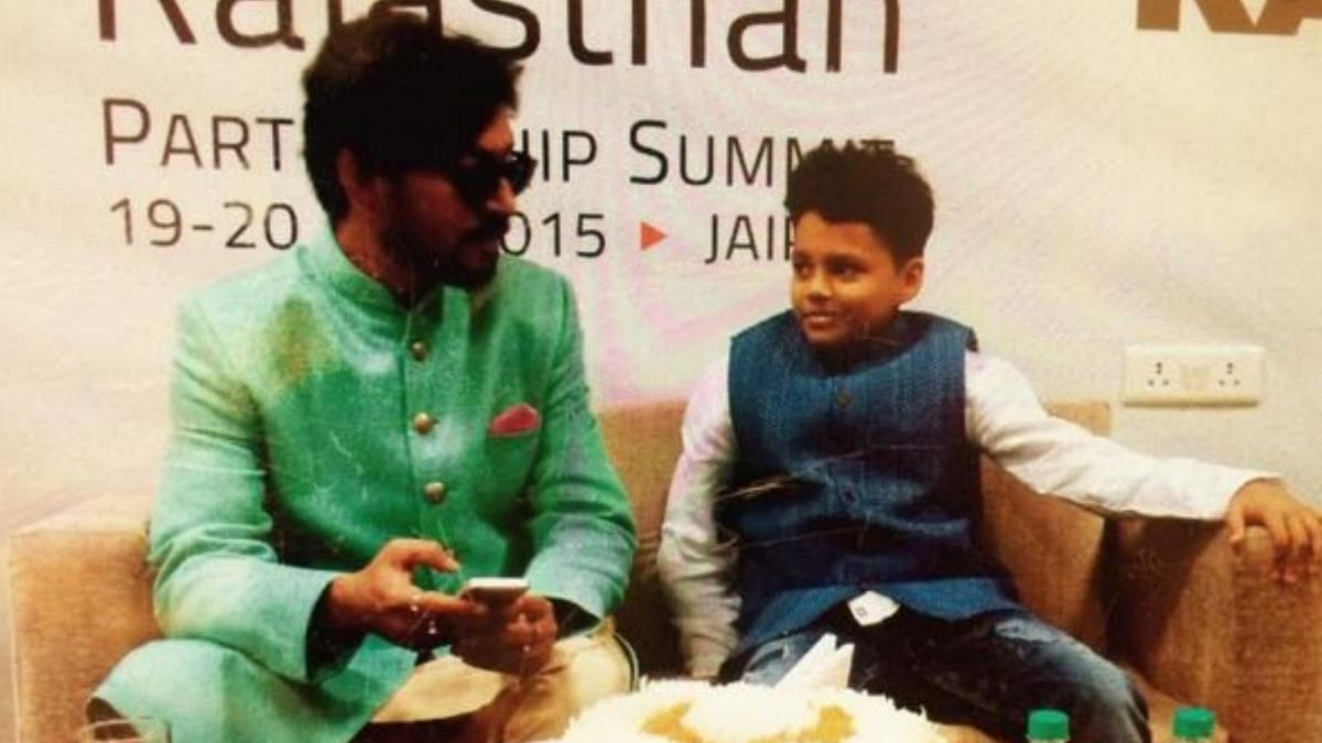 A picture from Ayaan's short trip to Jaipur with daddy, Irrfan Khan (Photo: Twitter/@irrfan_k)
