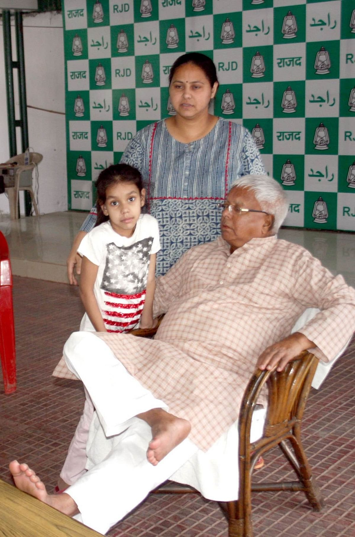 Lalu with Misa and granddaughter Gauri at his courtyard in Patna. (Photo: <b>The Quint</b>)