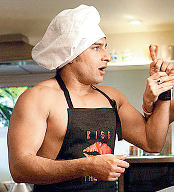 Saif Ali Khan is all set to play chef  (Movie Still: <i>Salam Namaste</i>)