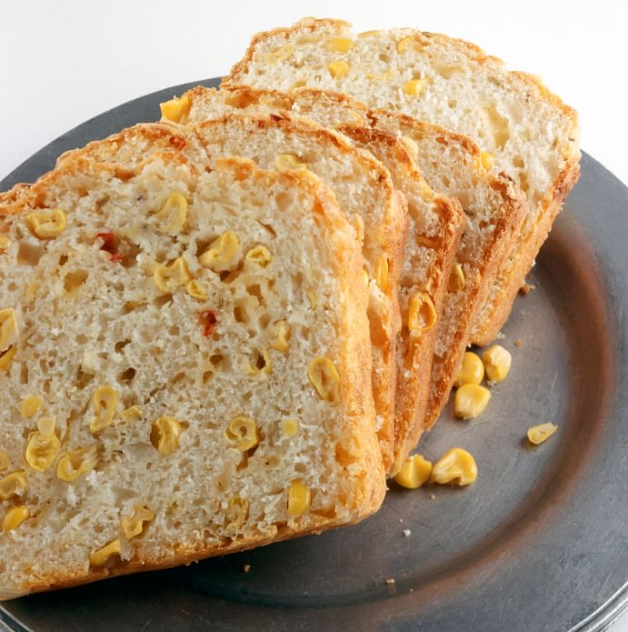 The corn bread goes deliciously well with the buttery turkey gravy. (Photo: iStock)