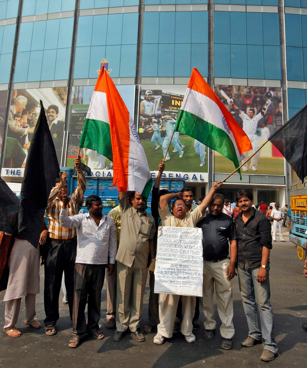 People protest outside the Eden Gardens ahead of the 2011 World Cup. (Photo: Reuters)