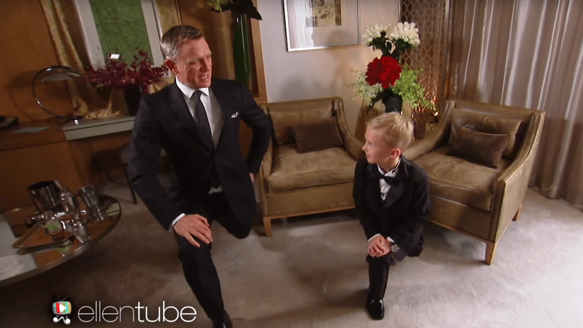 Daniel Craig shows Britton Walker how to be a real 007 agent (Photo: YouTube/TheEllenShow)