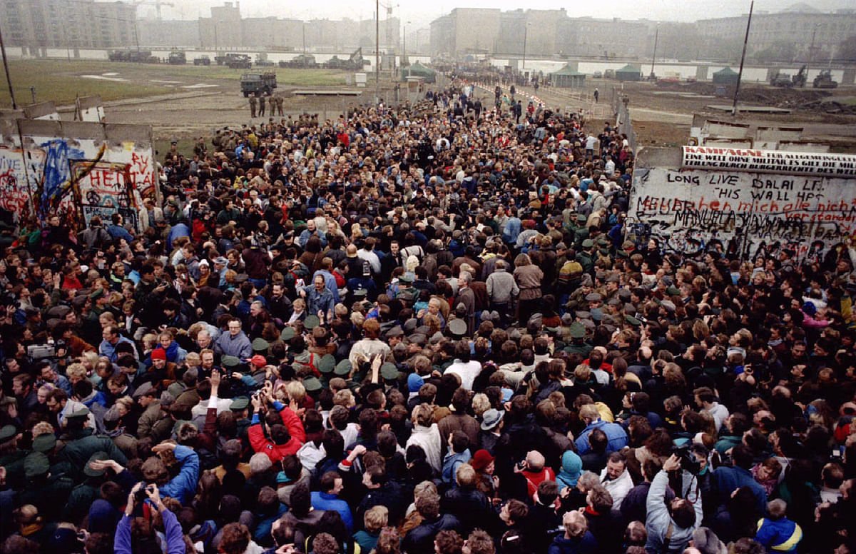 East Berliners cross and meet West Berliners at Potsdamer Platz after the Berlin Wall was torn down here making way for a new border crossing November 12, 1989. (Photo: Reuters)