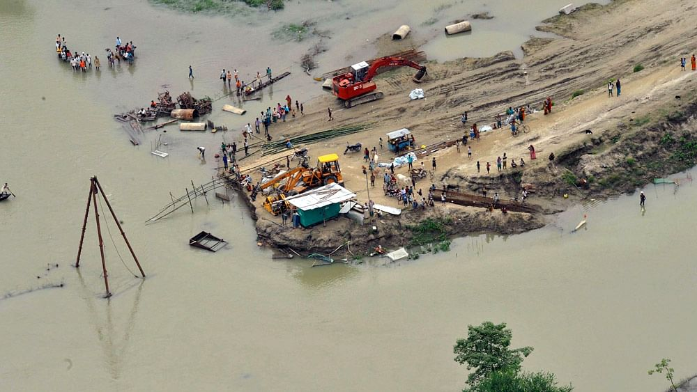 An aerial view shows flood-affected people by  the banks of a flooded Kosi river near  the border area between Supaul and Saharsa in  Bihar. (File photo: Reuters)