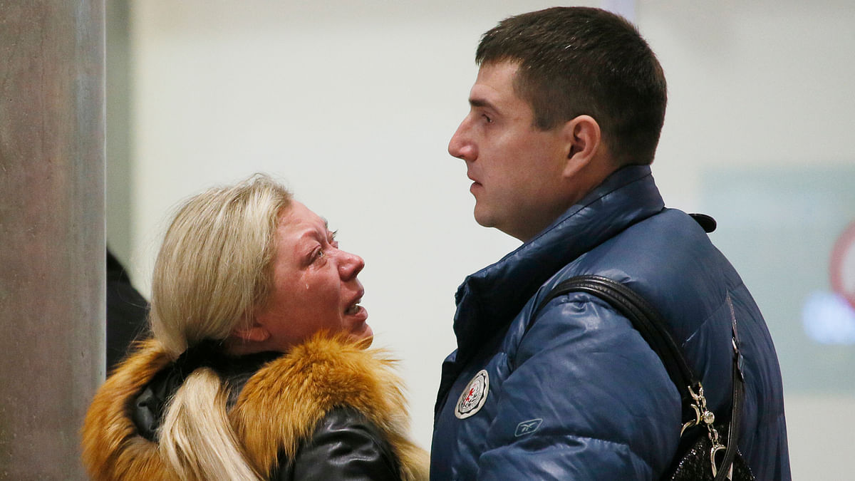 Relatives react after a Russian airliner with 217 passengers and seven crew members crashed. (Photo: AP)