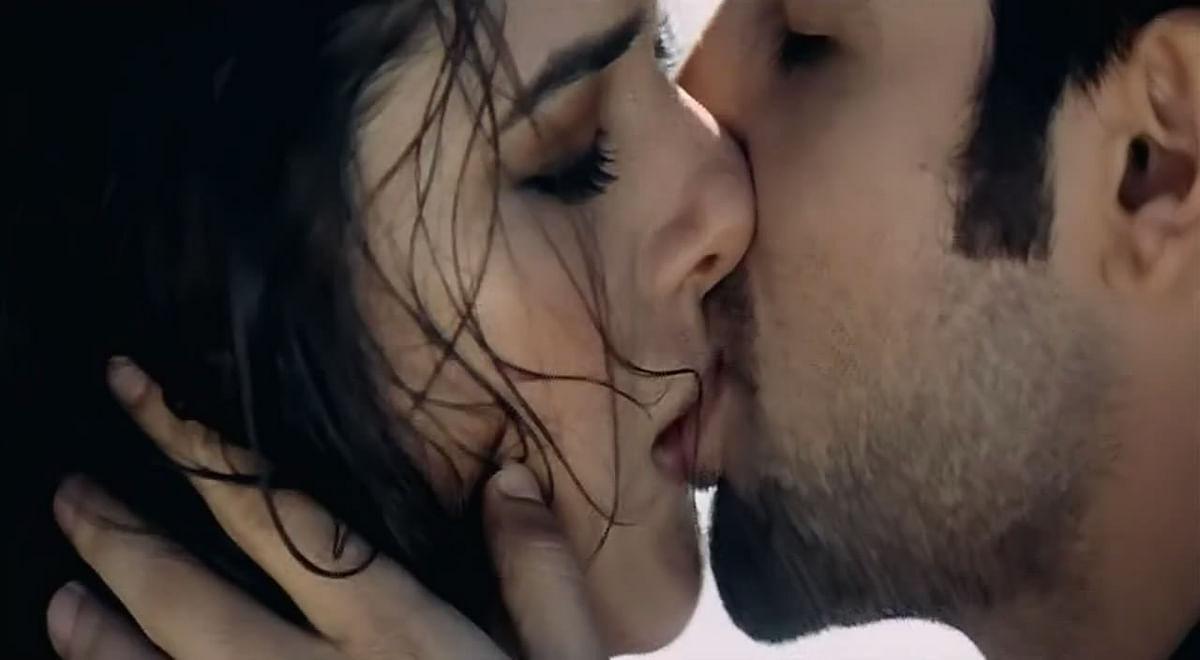 Udita Goswami kissing Emraan Hashmi in Aksar (2006). (Photo: Youtube screengrab)
