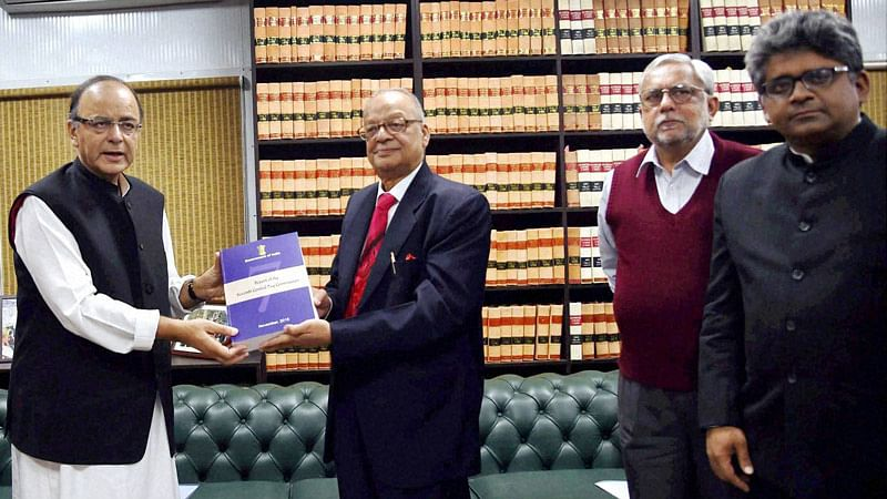 Finance Minister Arun Jaitley receiving the report of the Seventh Pay Commission from its Chairman Justice (retd) A K Mathur in New Delhi, November 19, 2015. (Photo: PTI)