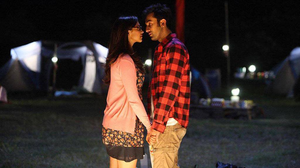 Deepika Padukone and Ranbir Kapoor in a still from <i>Yeh Jawaani Hai Deewani</i>.