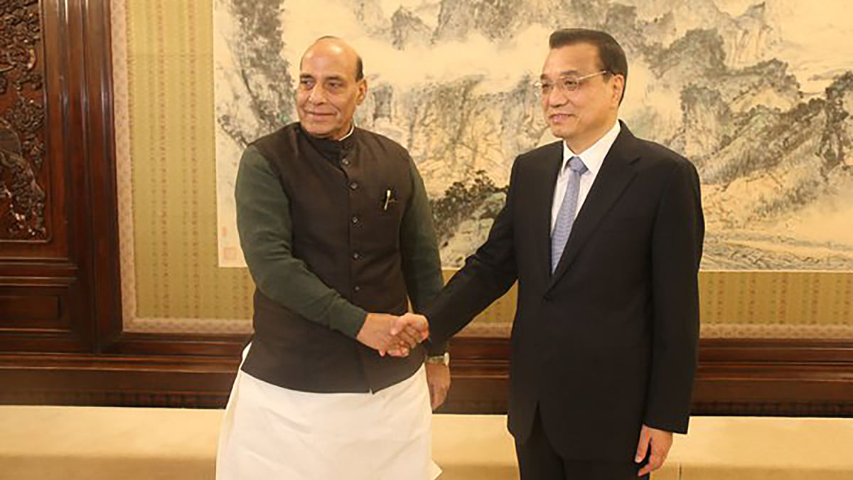 "India's Home Minister Rajnath Singh with Chinese Premier Li Keqiang in Beijing. (Photo: <a href=""https://twitter.com/BJPRajnathSingh/status/667382356865515520"">Twitter</a>)"