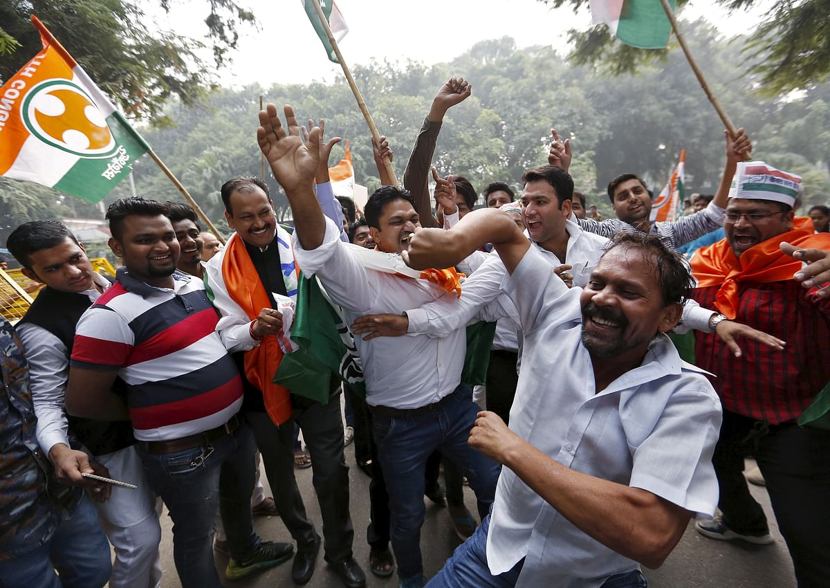 Congress party supporters celebrate outside the party headquarters after learning the initial results of the 2015 Bihar Vidhan Sabha elections, New Delhi. (Photo: Reuters)