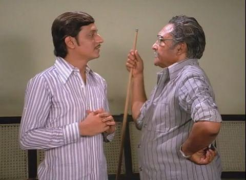 Amol Palekar and Ashok Kumar in a scene from <i>Chhoti Si Baat</i> (1975)