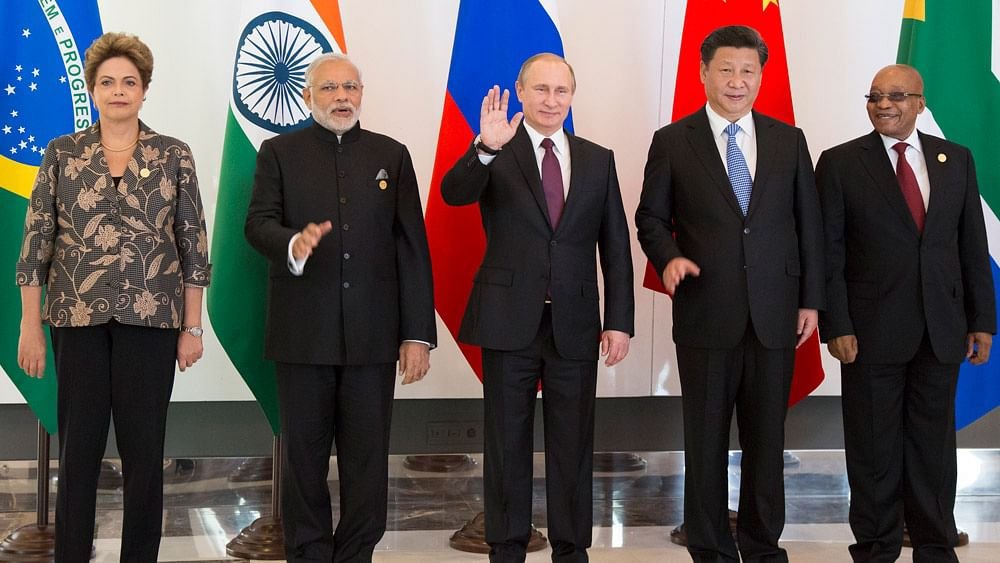 BRICS leaders pose for a photo during their meeting prior to the G20 Summit in Antalya, Turkey, November 15, 2015. (Photo: AP)