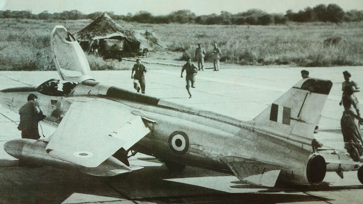 IAF pilots scrambling towards their Gnats during the 1965 Indo-Pak war.