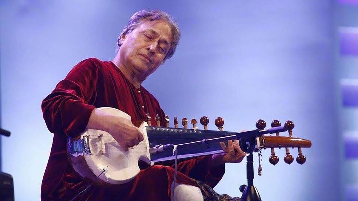 "Sarod player Amjad Ali Khan at a function in Bangladesh. (Photo:<a href=""https://www.facebook.com/sarodmaestroamjadalikhan/photos/pb.366058306794951.-2207520000.1451020213./1031472313586877/?type=3&amp;theater""> Facebook</a>)"