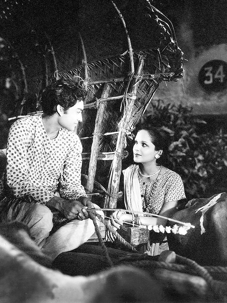 Ashok Kumar and Devika Rani in a still from <i>Achhut Kannya. </i>(1936)