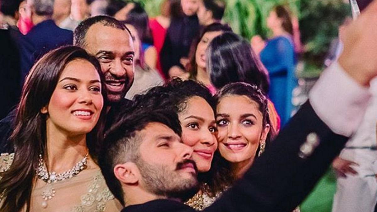 "Shahid Kapoor, Mira Rajput and Alia Bhatt taking a selfie at Masaba's wedding. (Photo Courtesy:<a href=""https://www.instagram.com/storiesbyjosephradhik/""> Instagram/StoriesbyJosephRadhik</a>)"