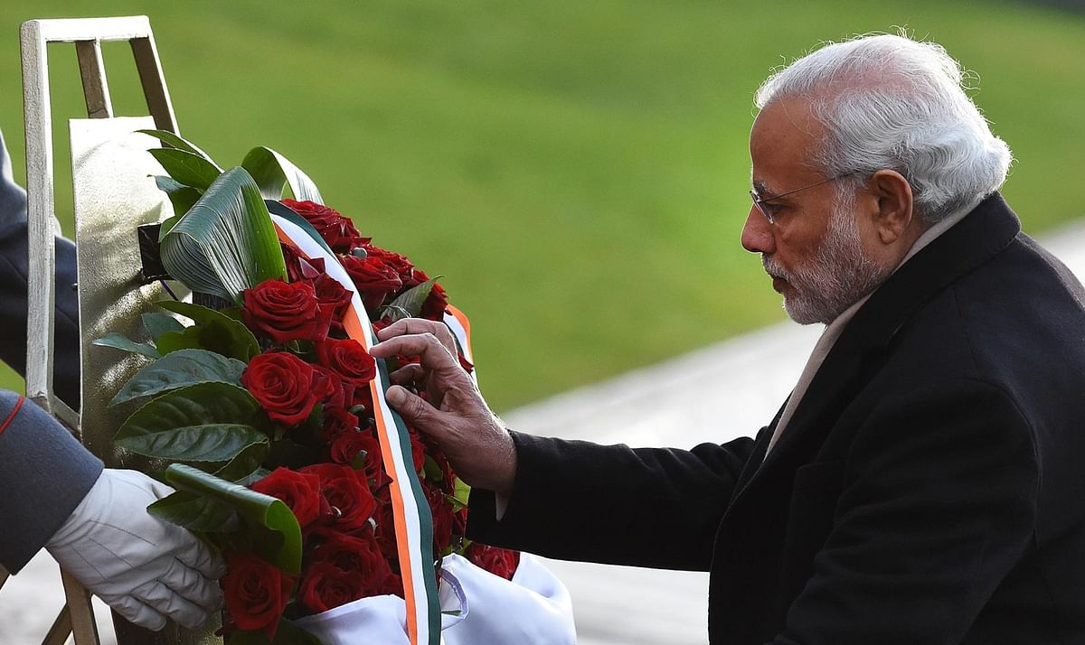 PM Modi laying wreath at the Tomb of Unknown Soldier in Moscow, Russia on December 24, 2015. (Photo: AP)