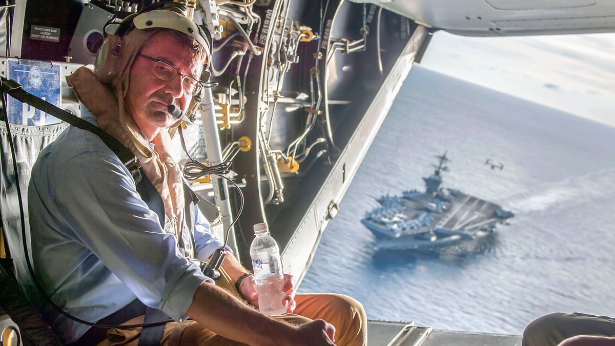 The USS Theodore Roosevelt can be seen in the background as US Secretary of Defense Ash Carter flies in a V-22 Osprey after visiting the aircraft carrier in the South China Sea, in this handout photograph taken and released on 5 November 2015.(Photo: Reuters)