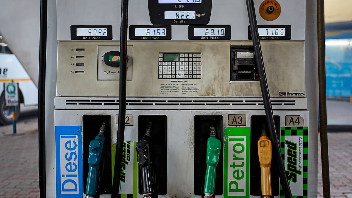Fuel pumps at a Bharat Petroleum gas station in Mumbai. A drop in crude oil prices helped fuel growth. (Photo: Reuters)