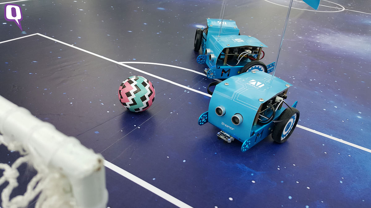 IoT robots on display playing soccer at the Huawei Honor 2-year anniversary. (Photo: <b>The Quint</b>)