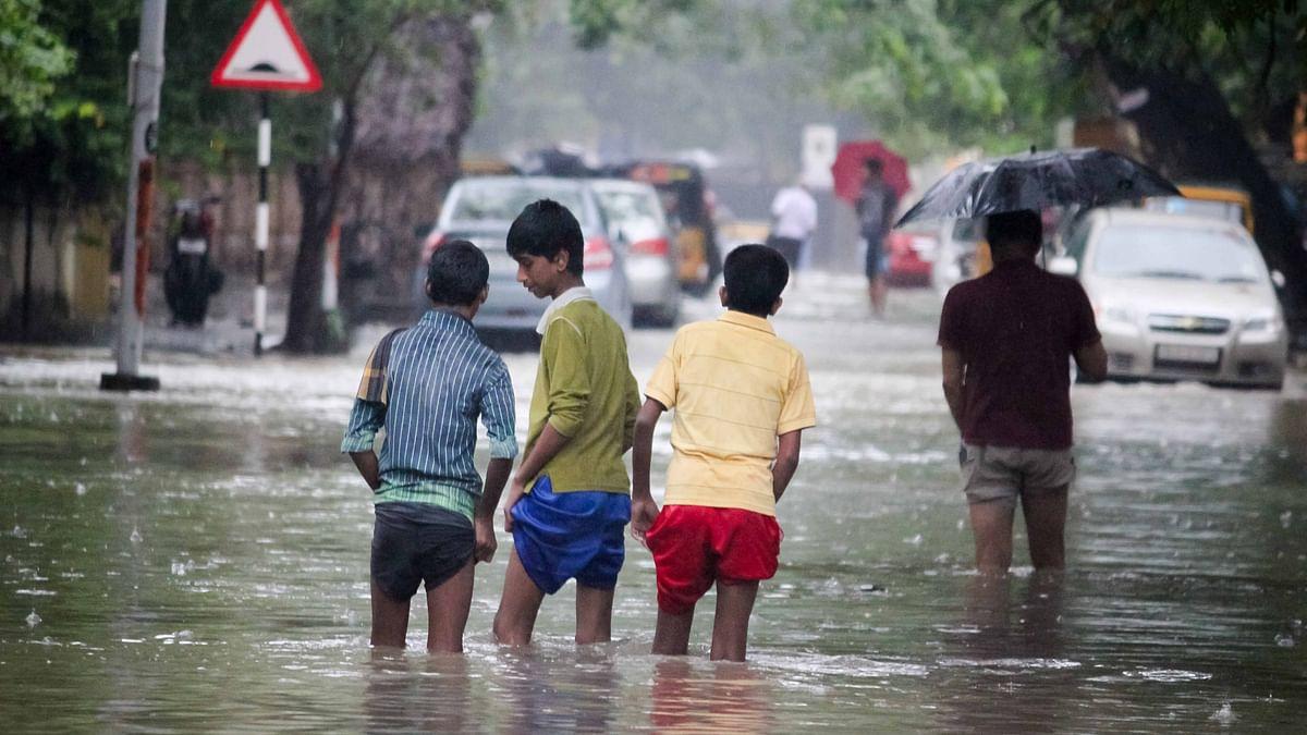 Areas like T. Nagar, Adyar, Mambalam receive showers.