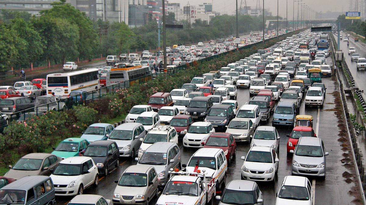 According to the CSE, all sources including vehicles need stringent action to curb air pollution. (Photo: Reuters)