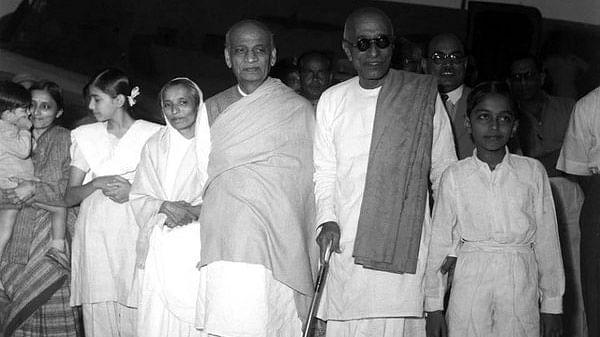 "Sardar Vallabhbhai Patel with C Rajagopalachari  on arrival at the  Delhi aerodrome on 9 November 1947. (Photo courtesy: <a href=""https://twitter.com/ArchiveIndia"">@ArchiveIndia</a>)"
