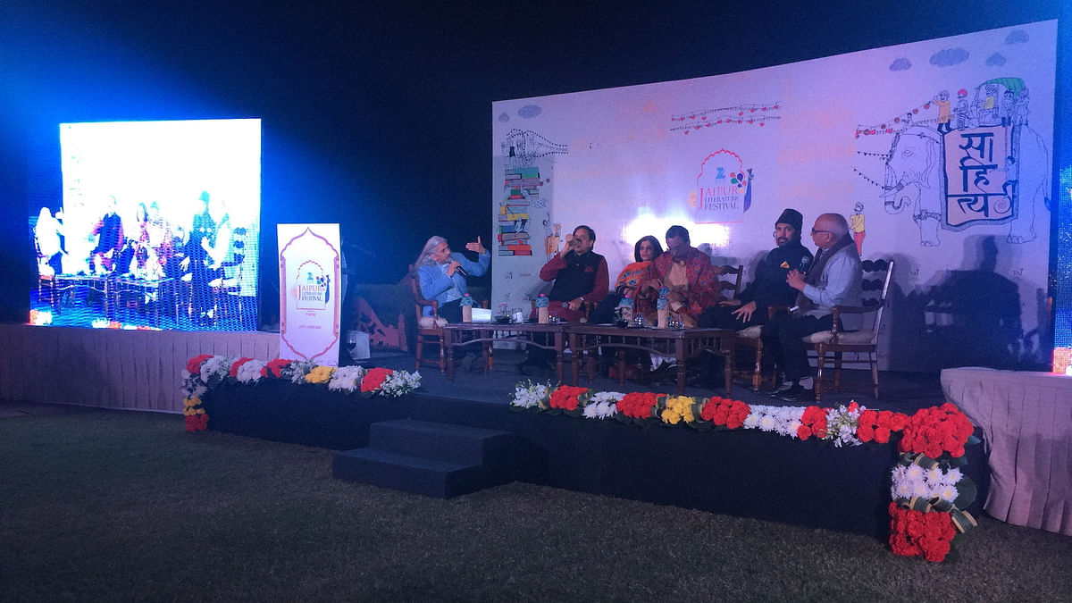(L-R) Sanjoy Roy, Shashi Tharoor, Shazia Ilmi, Pavan Varma, Syed Salman Chisty and Sudheendra Kulkarni at the Jaipur Literature Festival curtain raiser panel discussion. (Photo: <b>The Quint</b>)