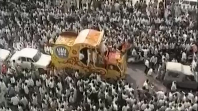Advani's Rath Yatra was stopped  a week before he could be part of VHP's kar seva in Ayodhya. (Photo: The Quint)